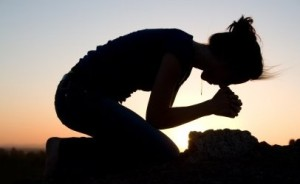 woman-praying-406x250