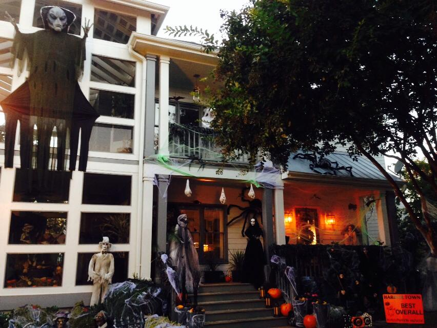 The Harbor Town overall Halloween House WINNER... 2 doors down from us!