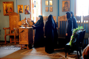 The nuns chanting at the readers' stand in the (old) chapel at Holy Dormition Monastery.
