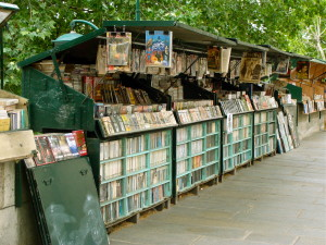 Bouquinistes (booksellers) have kiosks along the Seine
